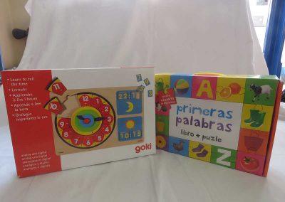 Librería Arco Iris, Juegos de palabras